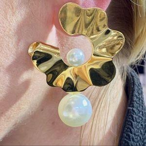 Gold Mother Pearl Flower Earrings